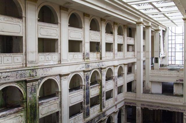Недостроенная гостиница «Северная корона» в Санкт-Петербурге (14 фото)
