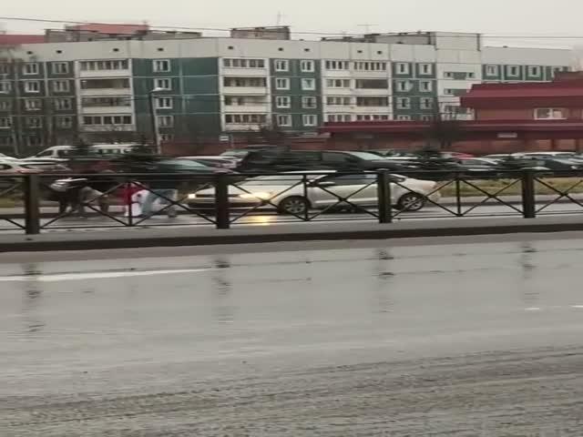 Во Всеволжске таксист сбил пассажира
