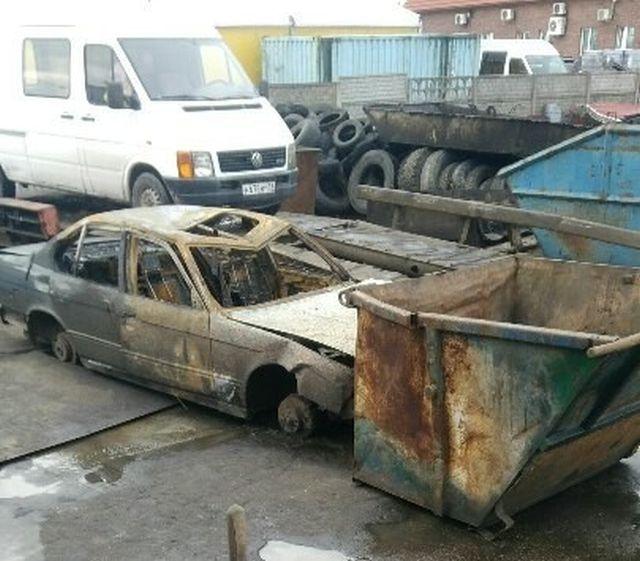 В Калининграде еще неостывший кузов сгоревшего авто сдали на металлолом (2 фото)