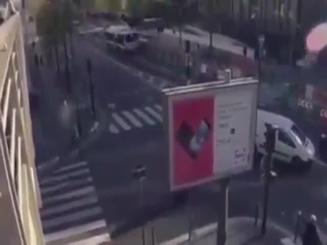 Прыжок с балкона на рекламный щит