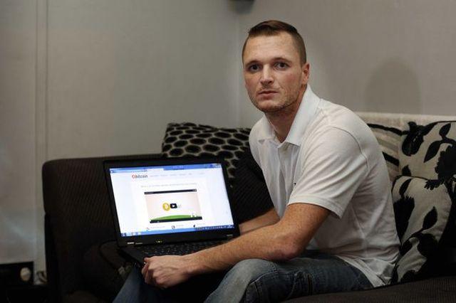 Британец ищет свой выкинутый жесткий диск с 7500 биткоинами (2 фото)