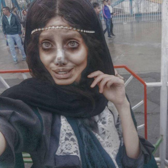 Иранка перенесла 50 операций, чтобы стать похожей на Анджелину Джоли (12 фото)