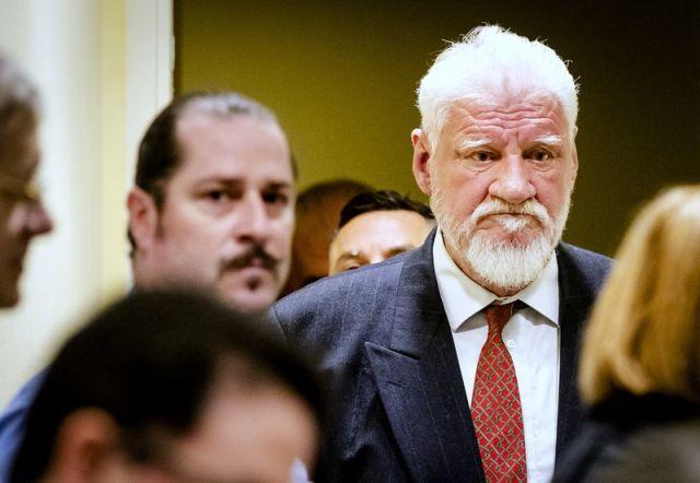 Генерал Слободан Праляк выпил яд в зале суда Международного трибунала (14 фото + видео)