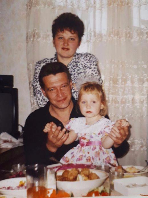 Москвичка расклеивает объявления, чтобы найти свою мать (4 фото)