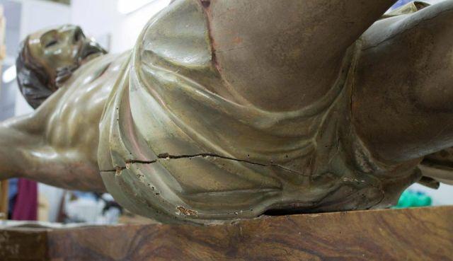 В Испании в статуе Иисуса Христа обнаружили послание от 1777 года (6 фото)