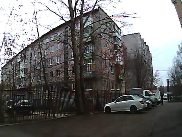 В Перми неизвестный поджог автомобиль, а вместе с ним и свою одежду