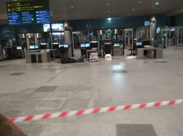 В аэропорту Домодедово пассажир заявил о бомбе в сумке (2 фото)