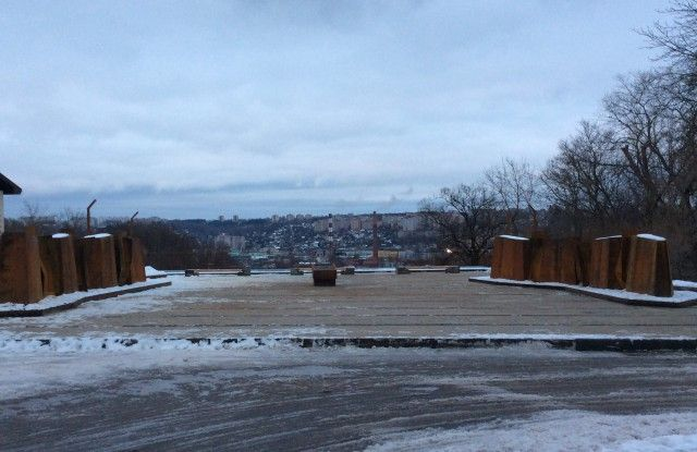 В Смоленске появился ржавый мемориальный комплекс в честь победы в Великой Отечественной войне (6 фото)