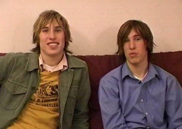 Братья-близнецы из США хотели стать похожим на Брэда Питта (4 фото)