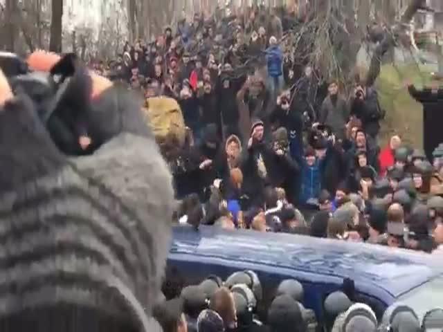 В Киеве сторонники Саакашвили требуют отставки Порошенко