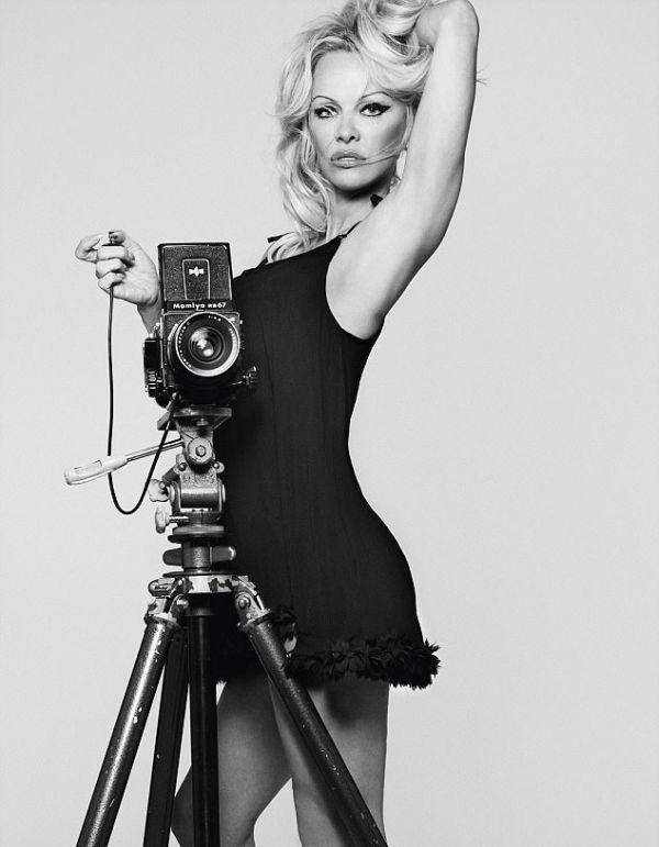 Памела Андерсон снялась в рекламной фотосессии для своего бренда нижнего белья (7 фото)