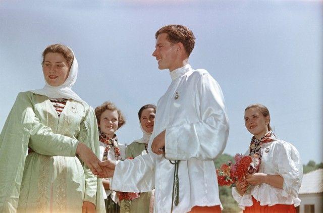 Чем жили советские граждане в 1957 году (32 фото)