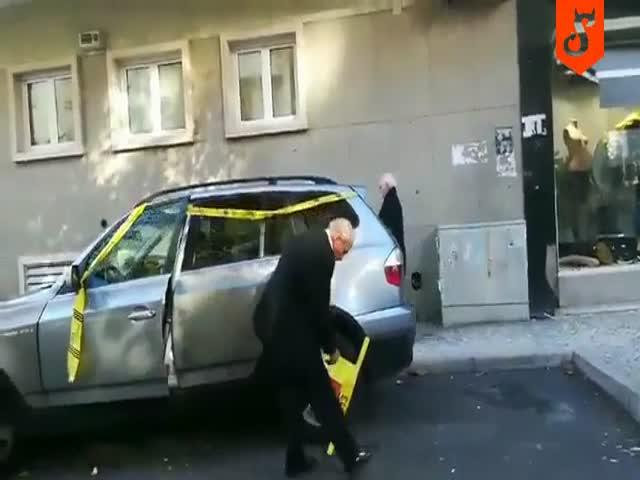 Пожилой автолюбитель избавился от блокиратора на колесе