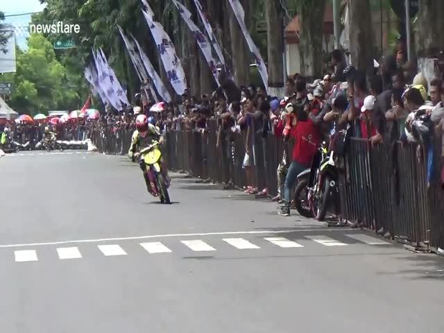 Месть на кольцевых мотогонках в Индонезии