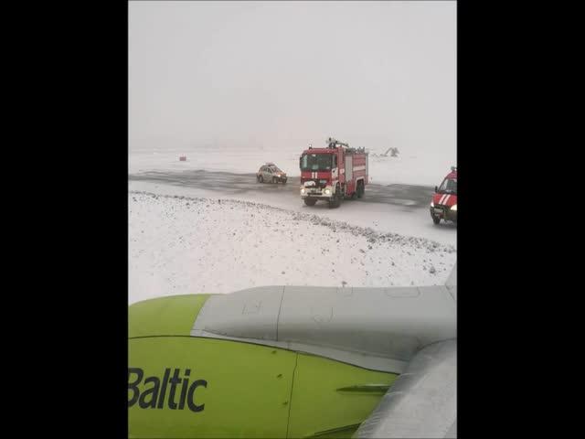 В Шереметьево самолет выкатился за пределы взлетно-посадочной полосы