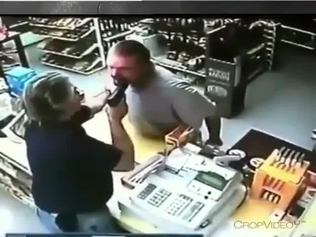 Продавец прогнал грабителя