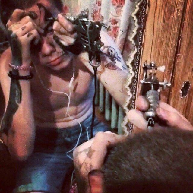 Белгородский фрик, который сам набивает себе татуировки (8 фото)