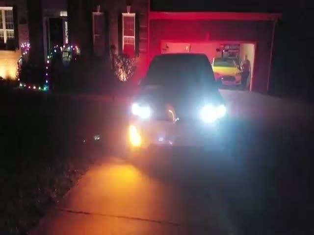 Рождественское представление от Tesla Model X
