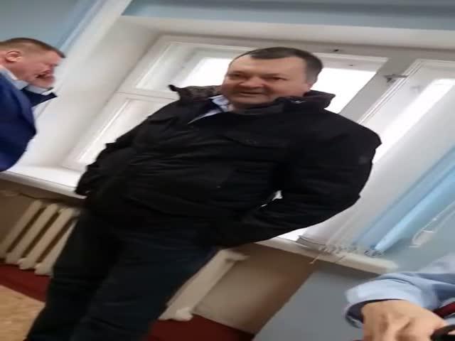 В лицее Кирова родители ученицы избили преподавателя и ее адвоката