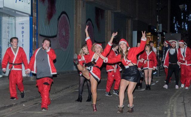 Ночная тусовка оксфордских студентов (13 фото)