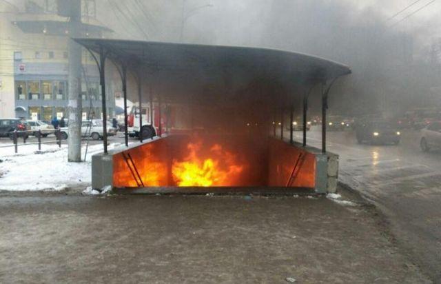 Пожар в подземном переходе в Воронеже (3 фото + видео)