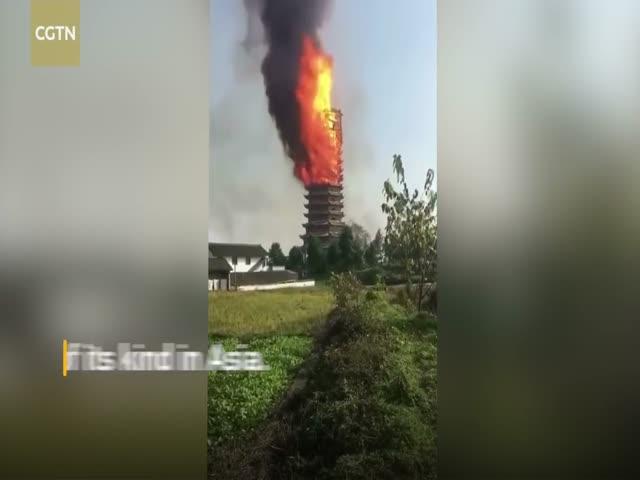 В Китае сгорела самая высокая деревянная постройка Азии