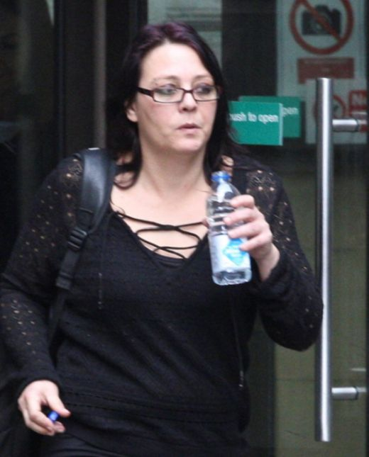 В Шотландии женщина оторвала мужчине яичко за отказ от секса втроем (3 фото)