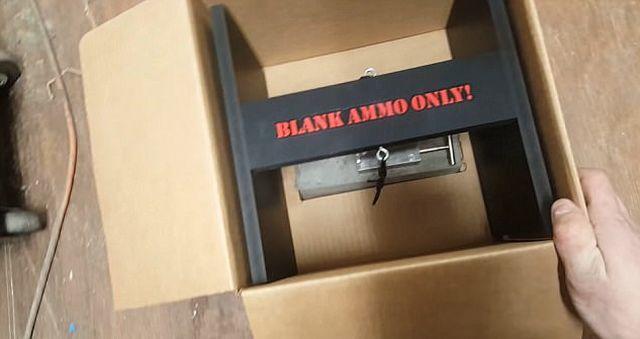 Американец изобрел устройство для защиты своих посылок от воров (4 фото + видео)
