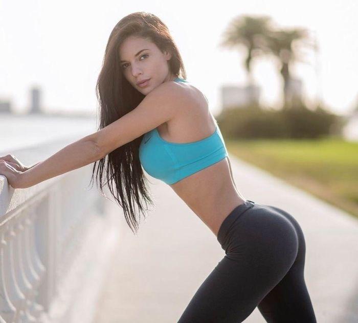 Спортивные девушки в обтягивающих штанах (39 фото)