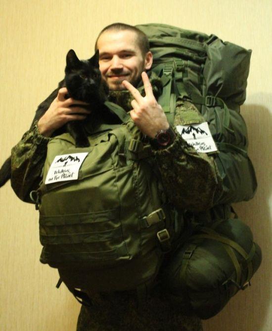 Житель Мурманска в компании кота отправился в пеший поход во Владивосток (5 фото)