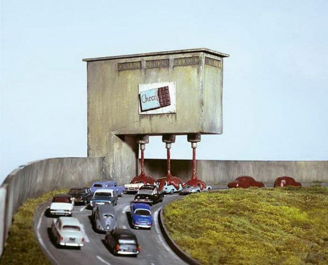 Немецкий фотограф высмеивает современное общество своими миниатюрами (16 фото)