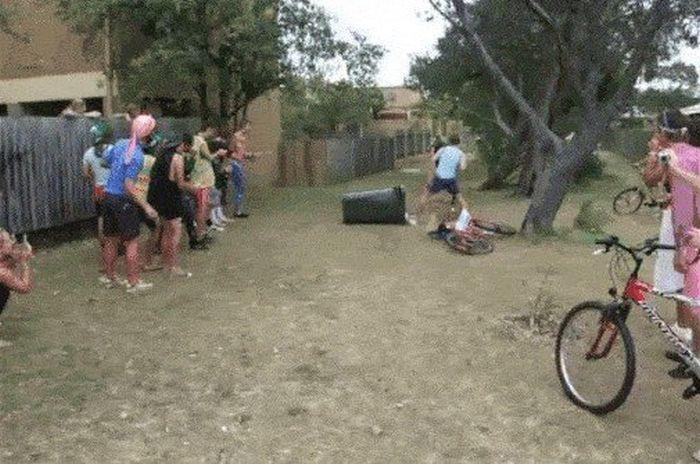 Фейлы с велосипедистами (16 гифок)