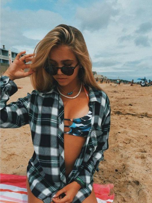 Девушки в рубашках (31 фото)