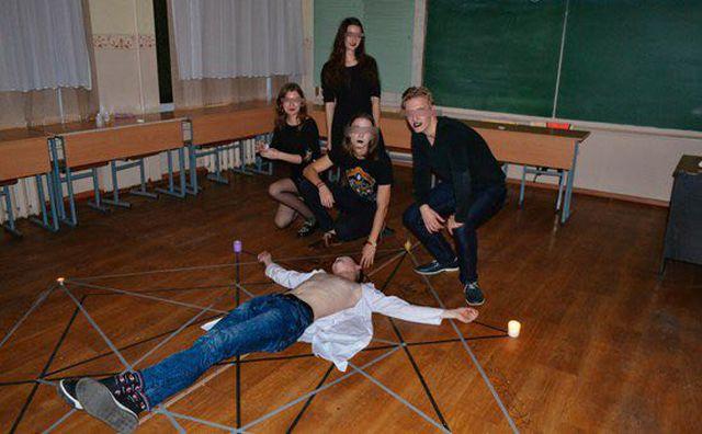 Обряд посвящения в лицеисты привлек внимание прокуратуры Калининградской области (4 фото)