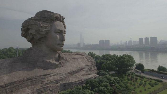 Огромная голова Mao Цзэдуна в китайском городе Чанша (8 фото)