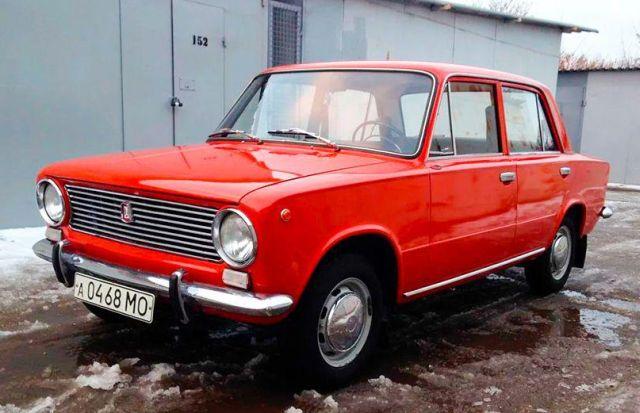 35-летний ВАЗ-2101 с пробегом 383 км продают за 1,5 млн рублей (18 фото)
