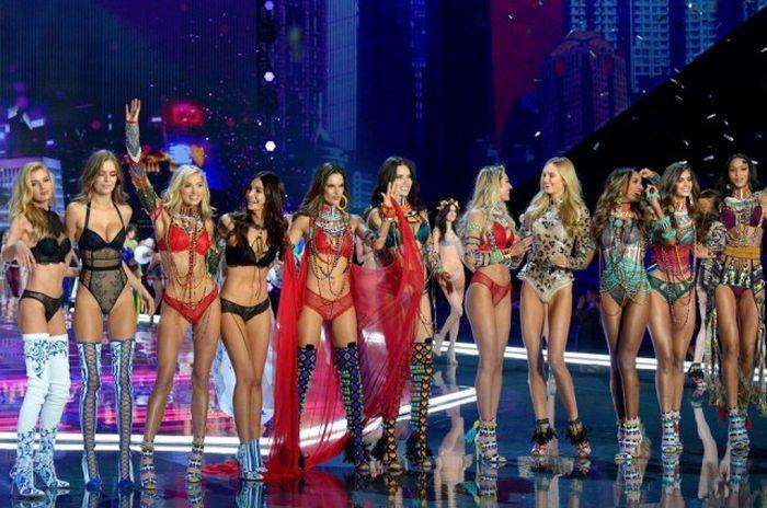 Модный показ Victoria's Secret в Шанхае (33 фото)