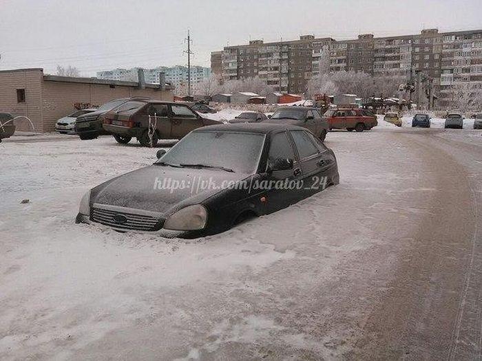 Автомобили, скованные льдом (18 фото)