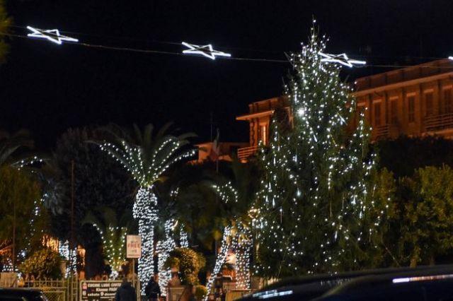 Неудачный дизайн рождественской иллюминации (3 фото)