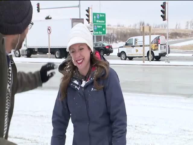 Ведущая получила снежком в лицо за несколько секунд до эфира