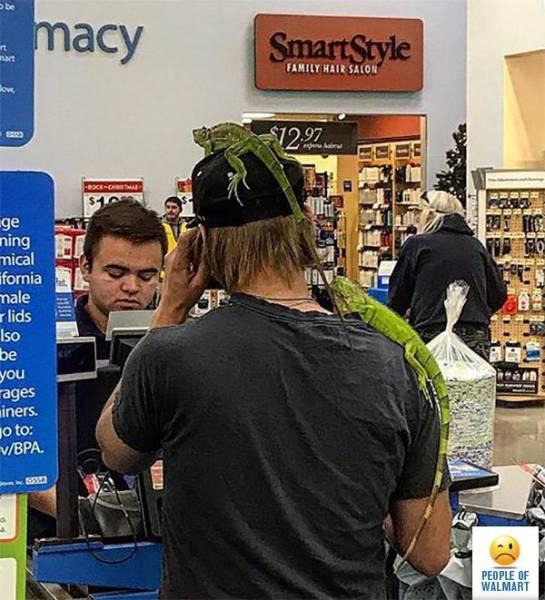 Странные посетители супермаркета Walmart (44 фото)