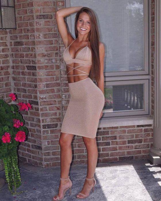 Прекрасные девушки в платьях (47 фото)