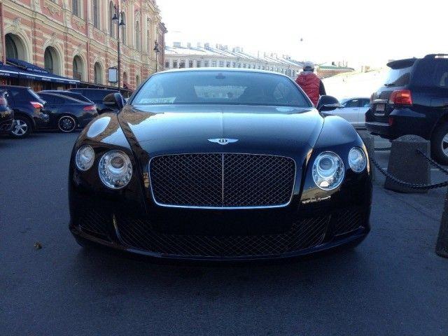 В Санкт-Петербурге у рабочего трубного завода угнали Bentley Continental
