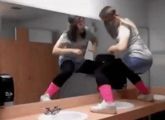 Фейлы в танцах (15 гифок)