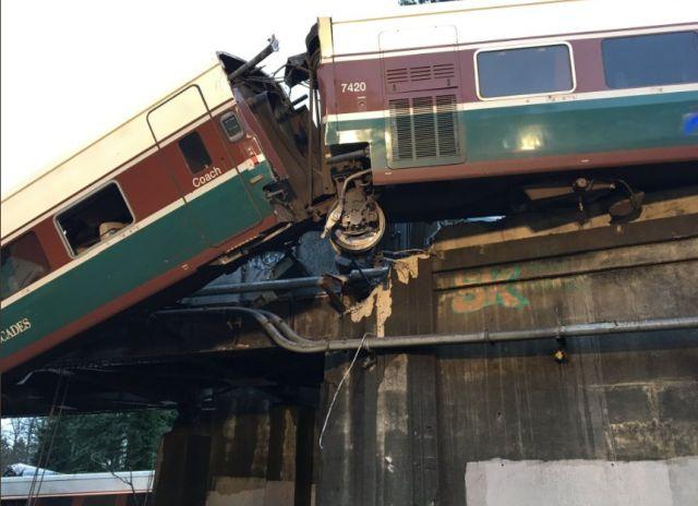 В США сошел с рельс пассажирский поезд