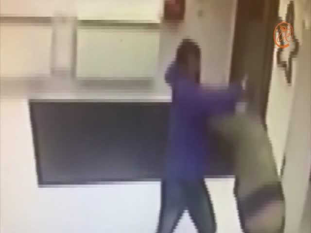 Любитель боярышника напал на охранника аптеки