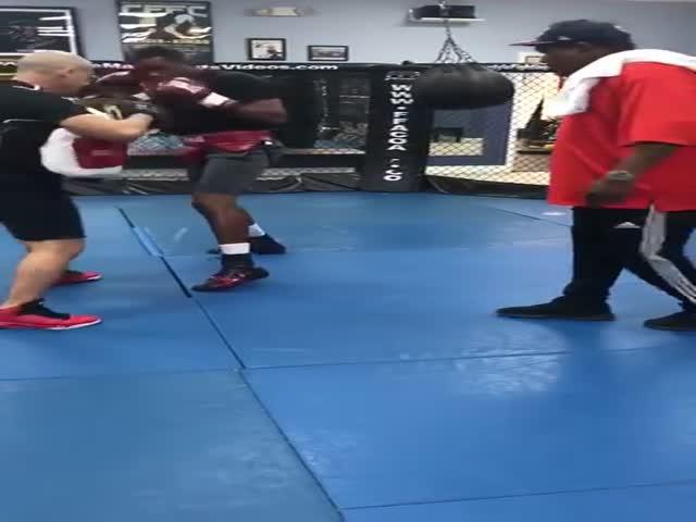 Кубинский боксер Юниер Дортикос нокаутировал своего тренера