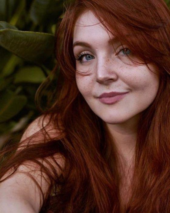 Милые рыжеволосые девушки с веснушками (37 фото)