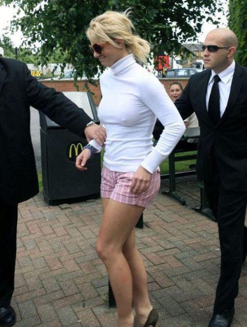 Знаменитости без нижнего белья (20 фото)