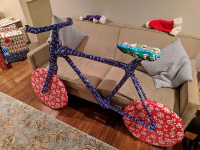 Оригинальная упаковка рождественского подарка (2 фото)
